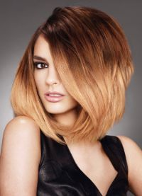 Jednou z najpopulárnejších technológií je balayazh na svetlo-hnedých vlasoch d4e56b2e294